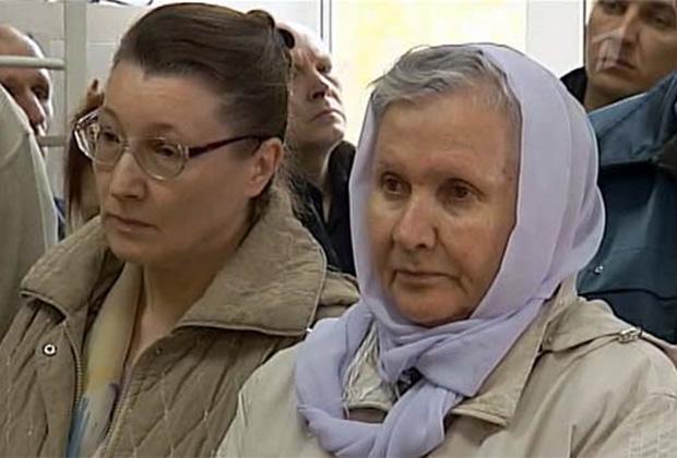 Алевтина Ходиняк, вдясно, по време на делото срещу нея.