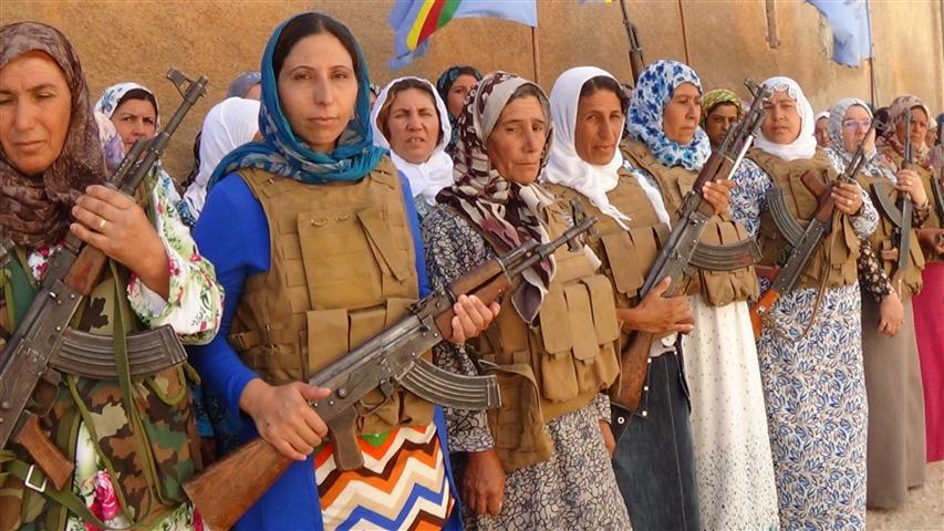 И жените в Кобане взеха оръжие, за да бранят града.