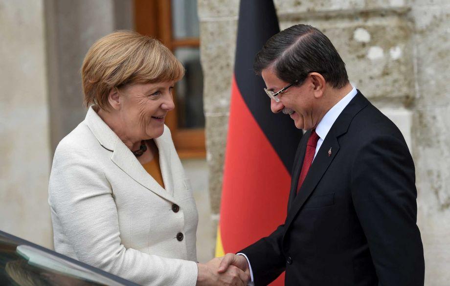 Германският канцлер Ангела Меркел и премиерът на Турция Ахмет Давутоглу