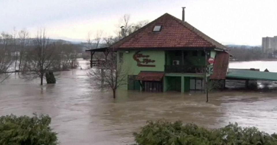 Наводнено сръбско село