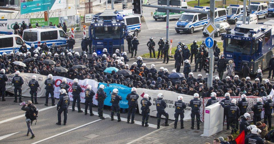 Сблъсъците пред конгреса на AfD в Щутгарт. Снимка: ЕРА/БГНЕС