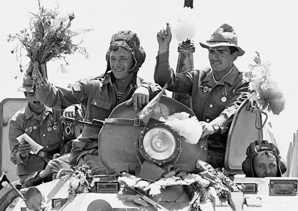 16 май 1988. Съветската армия се изтегля от Афганистан след години безплодна война, отслабила и СССР, и социалистическия блок.
