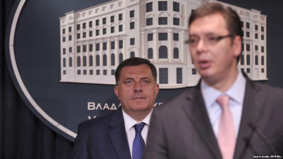 Президентът на Република Сръбска Милорад Додик (вляво) и премиерът на Сърбия Александър Вучич. Снимка: slobodnaeuropa