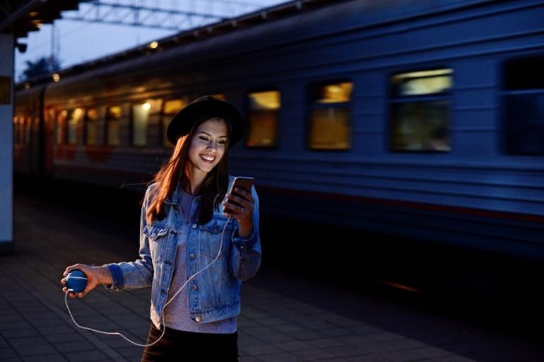 зарядно жена момиче влак