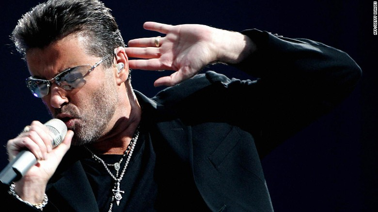 Джордж Майкъл на концерт през 2007 г.
