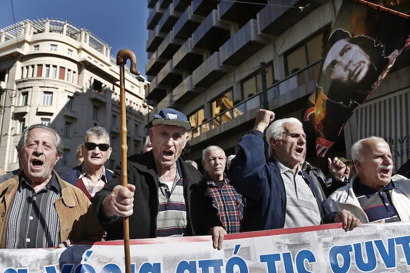 Гърцки пенсионери на протест срещу мерките на икономии през ноември 2016, ©EPA/БГНЕС