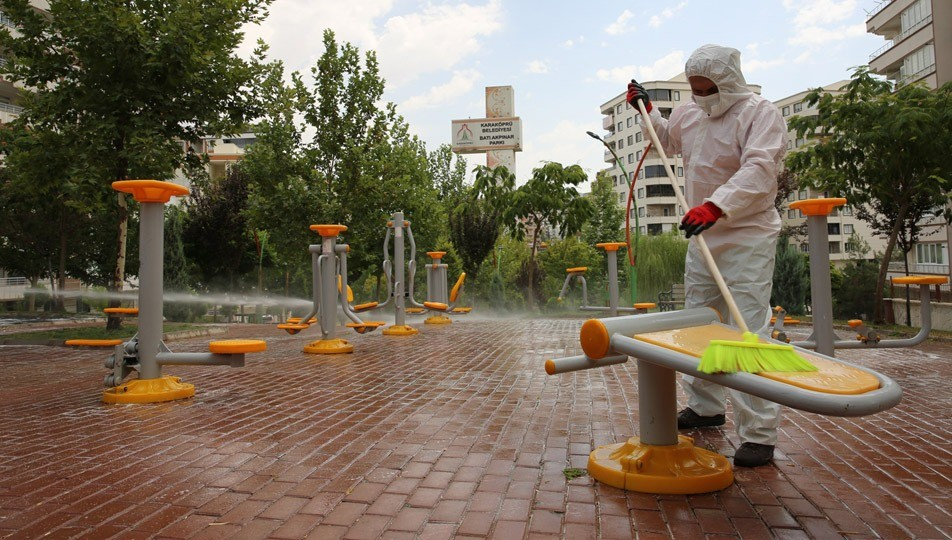 karakopru-belediyesi-parklar-dezenfekte.jpg