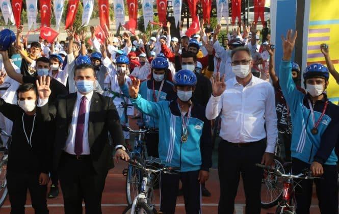 Eyyübiye Belediyesi, yüzlerce öğrenciye hediye