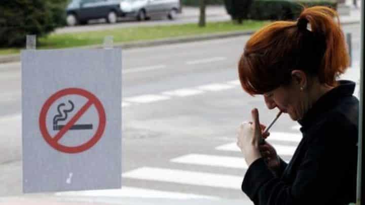 Açık alanda sigara içmek yasaklandı