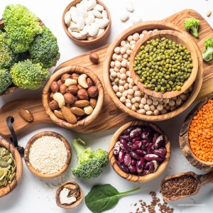 Vegane Ernährung ist auch ohne Vitamin-B12-Pharma möglich. Mit Speziallebensmitteln aus Algen oder Quecke.