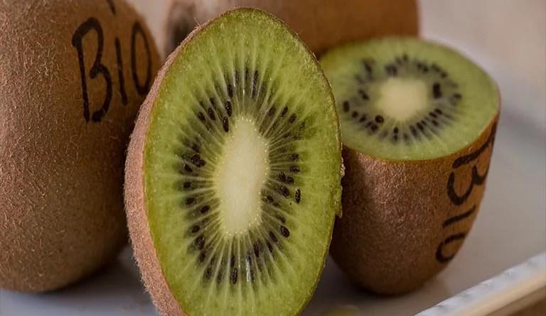 Bio Kiwi: Der Querschnitt einer Kiwi erinnert an die Struktur eines Liposoms.