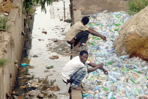 Nigerians excreting in public place