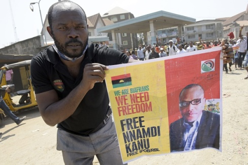 Photo: Biafran protester in Lagos holds up banner seeking for Nnamdi Kanu's release