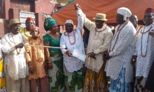 President of UPU, Chief Joe Omene (Third from right) raising up the hand of Chief Ahwin as the recorgnise Osu ro Urhobo of Lagos
