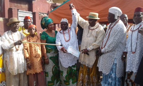 President of UPU, Chief Joe Omene (Third from right) raising up the hand of Chief Ahwin as the recorgnise Osu ro Urhobo of Lagos while members of traditional council watch on