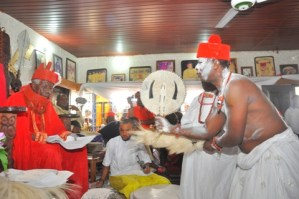 Chief (Engr) Godwin Onabedje receiving blessing from HRM Ohworode of Olomu Kingdom