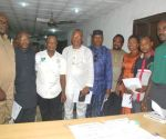 L-R: Lagos NUJ Chairman, Mr Deji Gbolahan Elumoye, Chairman of Maritime Federated Media Chapel, George Umunnakwe and other members of the EXCO during the inuaguration ceremony