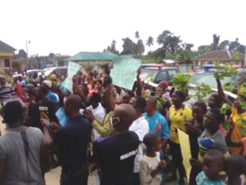 Delta: Six Injured As Youths Protest Against NPDC/JVC Presentation Of Vehicles To Security Agents