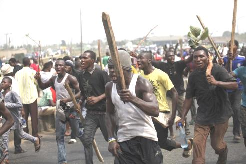 Delta: Mob Set Suspected Burglar Ablaze In Ovwian