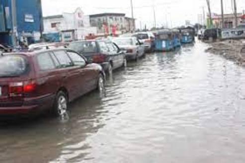 Warri  Streets Flooded As Heavy Rains Wreak Havoc