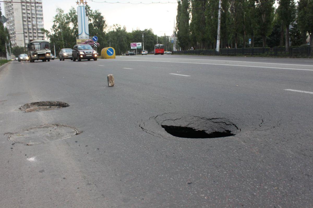 Попали в яму на дороге что делать и куда обращаться при дтп?