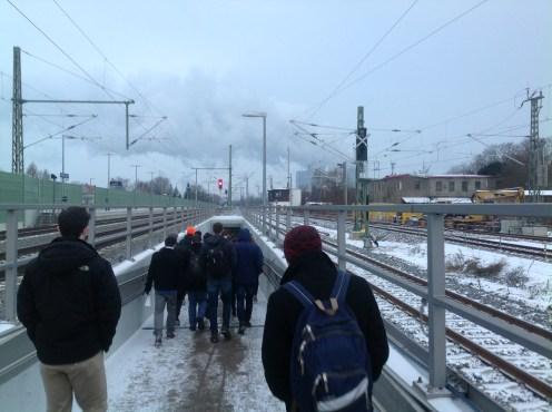 Zum Bahnhof