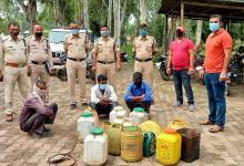 Photo of मोरवा पुलिस ने ताबड़ तोड़ कार्यवाही करते हुए 12 लोगों पर कार्यवाही करते हुए 150 लीटर महुआ शराब जब्त की