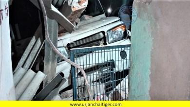 Photo of पुलिस लिखी तेज रफ्तार कार अनियंत्रित होकर घर मे घुसा,घर हुआ क्षतिग्रस्त