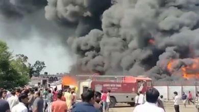 Photo of रतलाम में पाइप गोदाम में लगी भीषण आग। Watch Video