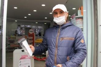 İzmirde Yaklaşık Bin 300 Eczaneden 650 Bin Maske Dağıtıldı