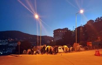 Sisam Adasındaki Yangınzede Göçmenler Sokaklarda Yatıyor