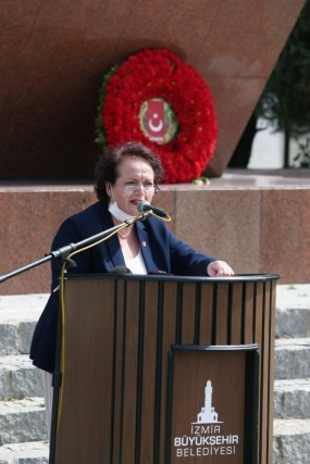 İzmirin Onuru Gazeteci Hasan Tahsin Anıldı