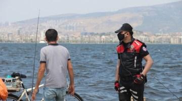 İzmirde Polisten Maske Denetimi: Maske Takmayana 900 Lira Ceza