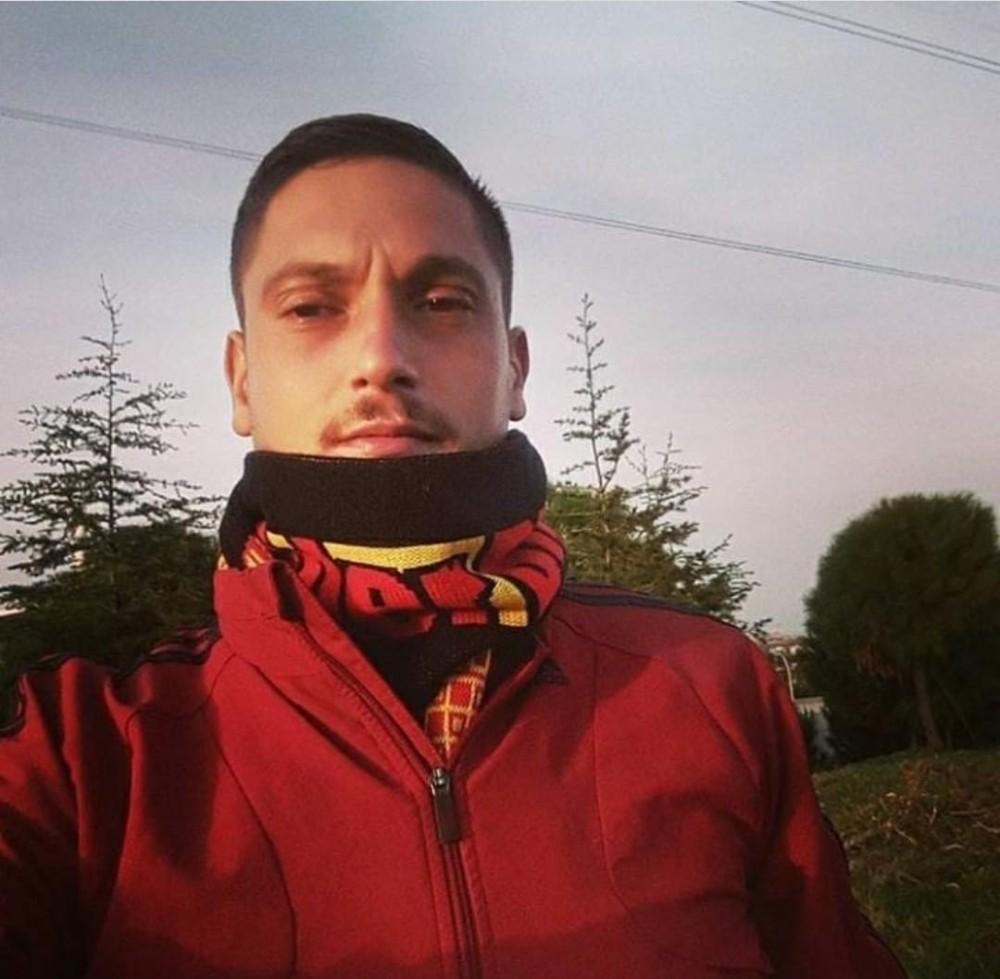 İzmirde Kalbinden Bıçaklanarak Hayatını Kaybeden Genç Defnedildi