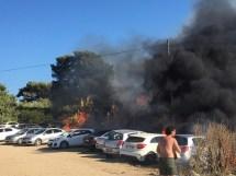 Seferihisardaki Yangın Araçlara Sıçradı, Müdahale Sürüyor