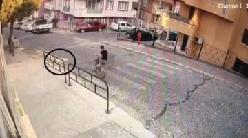 Sokak Köpeklerinden Kaçarken Ölen Halilcanın Feci Kaza Anı Kamerada