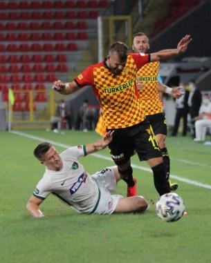 Süper Lig: Göztepe: 3 - Denizlispor: 0 (İlk Yarı)