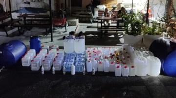 İzmirde Polislerin Baskın Yaptığı Evden Çok Miktarda Etil Alkol Ve Sahte İçki Ele Geçirildi