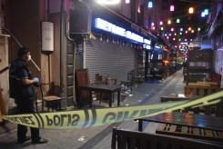 İzmirde Garsonların Müşteri Kavgasında Ortalık Savaş Alanına Döndü