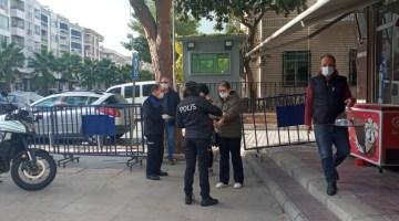 İzmirde Önemli Caddelere Kişi Sınırlaması Geldi