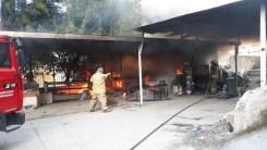 İzmirde Sobadan Çıkan Yangın Kulübeyi Sardı