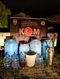 Çeşmede Kaçak İçkiyi Piyasaya Sürmeye Çalışan Zanlıya Suçüstü