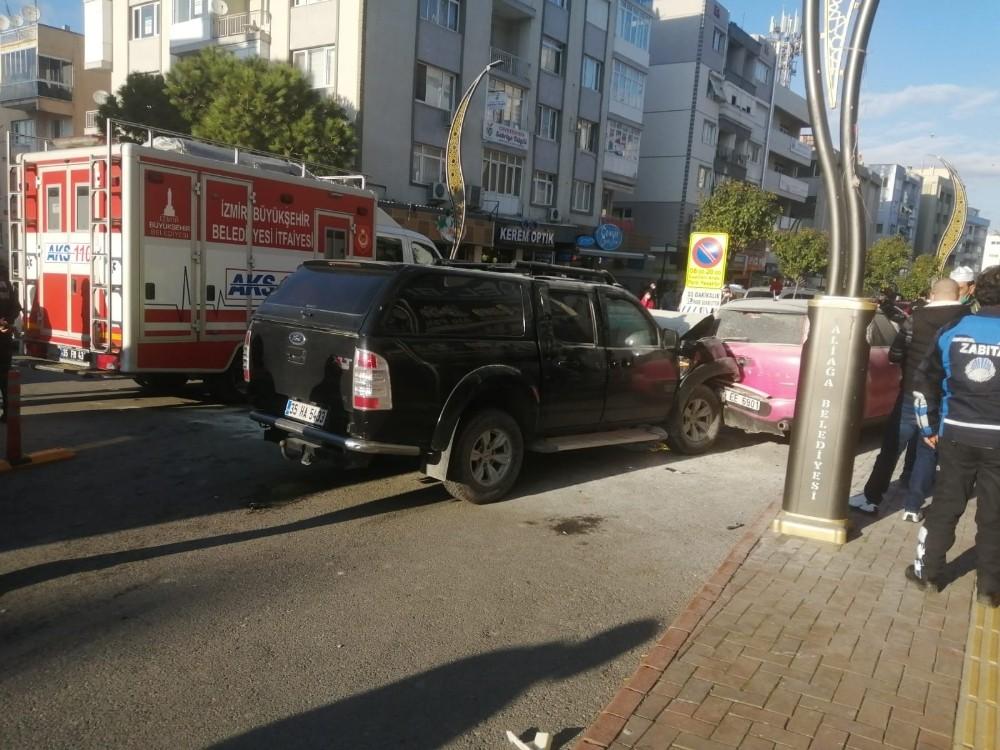 Direksiyonda Rahatsızlandı, Araçlara Çarparak Durabildi: 4 Yaralı