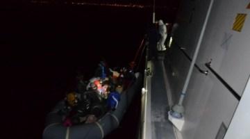 İzmir Açıklarında 21 Düzensiz Göçmen Kurtarıldı