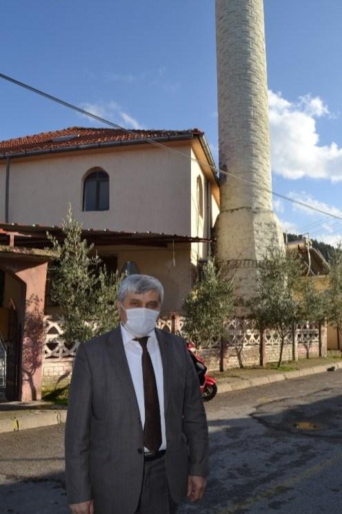 Manisada Caminin Minaresine Yıldırım Düştü
