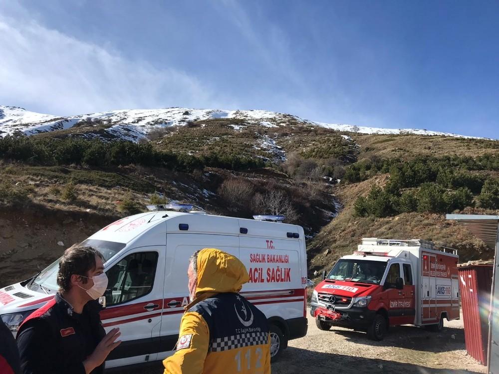 Ödemiş'te Zirveye Tırmanırken Yüksekten Düşerek Yaralanan 2 Kişi Kurtarıldı