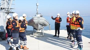112 Acil Sağlık Personellerine Denizde Uyum Eğitimi Veriliyor