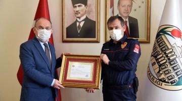 İzmir Depreminde Görev Alan İtfaiye Personeline Başarı Belgesi Verildi