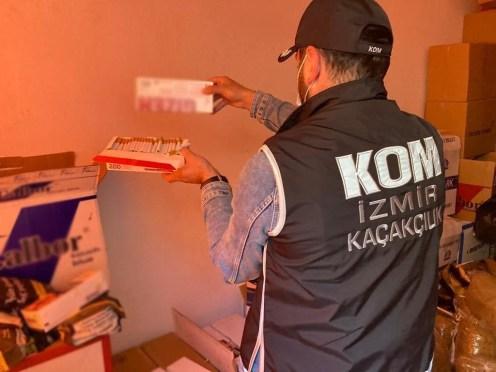 İzmir'de piyasa değeri 6 milyon lira olan kaçak ürün ele geçirildi