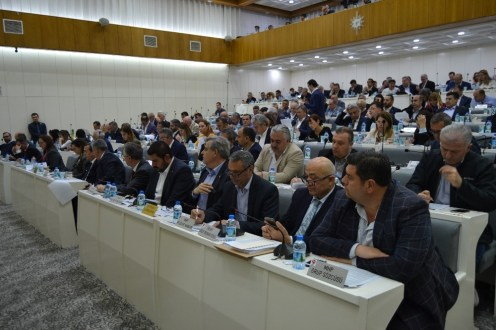 İzmir Büyükşehir Belediye Meclisinde Arazi Planı Değişikliği Tartışması